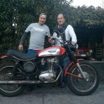 foto-team-ducati-scrambler-recupero-roberto-de-santis-e-gianni